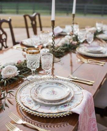 How-To Set Your Table Like A Professional This Holiday Season