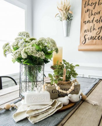 Springtime Farmhouse Table Centerpiece // Spring Farmhouse Decor