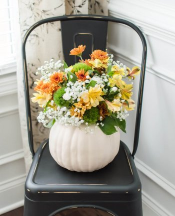A Festive Thanksgiving Centerpiece Idea // DIY Pumpkin Vase