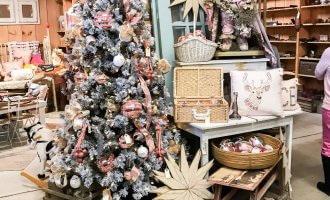 Christmas in the Country Barn Sale and Market Weekend 2018 // A Hosting Home