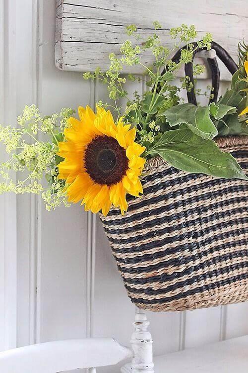 Market Bag Wreath Inspiration / A Hosting Home Blog