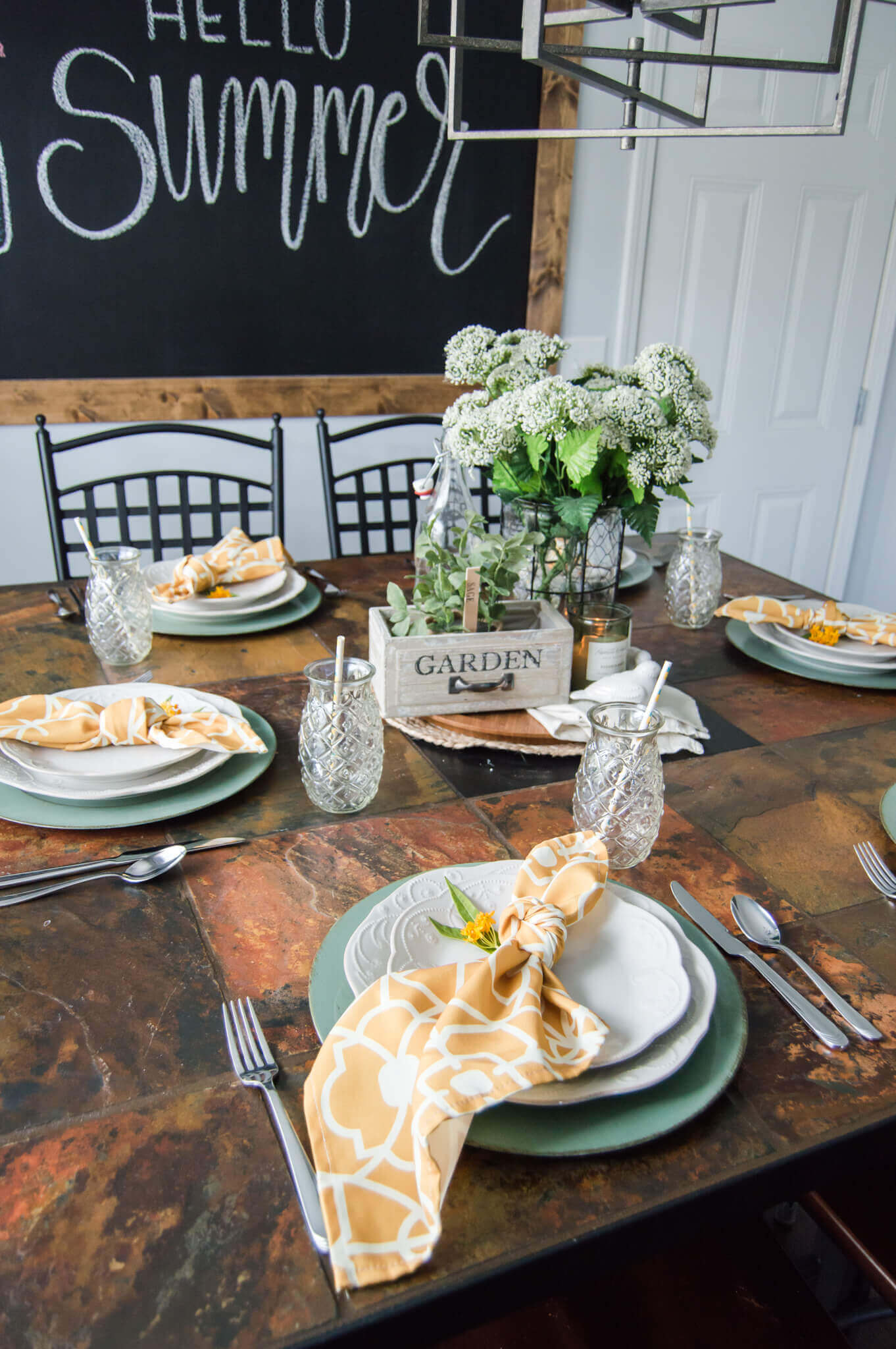 Casual Summer Tablescape Inspiration / A Hosting Home Blog