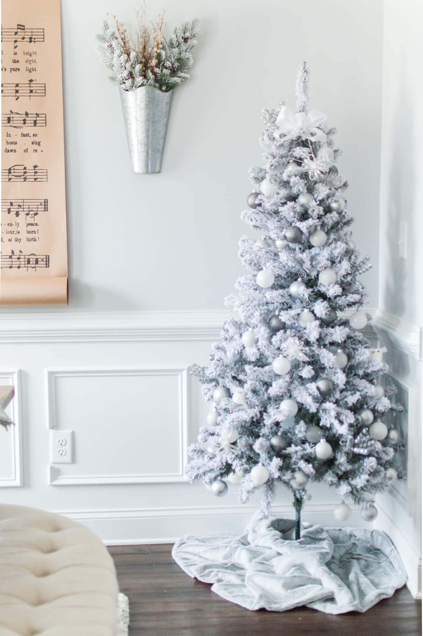 A Peek at Last Year's Christmas Decor / A Hosting Home Blog