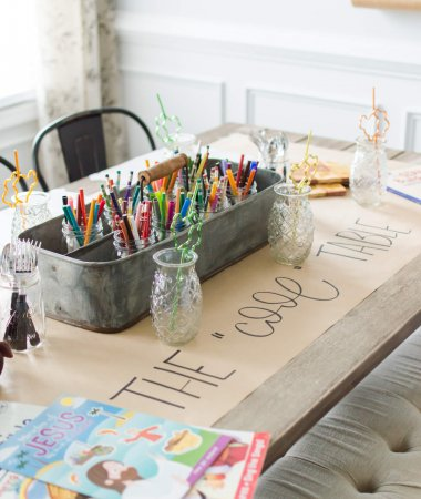 Thanksgiving Kids Table Ideas / A Hosting Home Blog