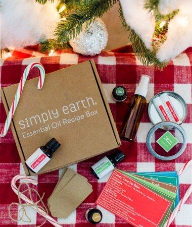 Christmas Essential Oil Recipes // Simply Earth December Essential Oil Recipe Box // A Hosting Home Blog