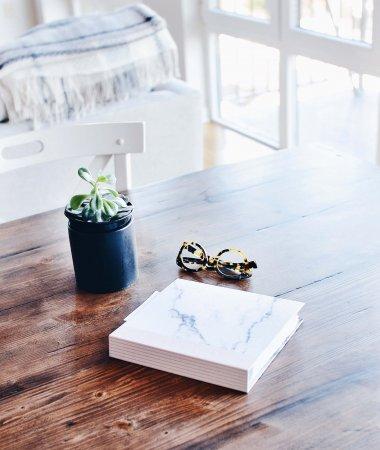 Books I'm Loving Lately (Christmas Gift Guide) / A Hosting Home Blog