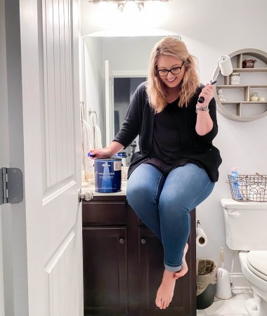 How to Pick Your Perfect Paint Color / How to Pick the Perfect White or Gray Paint / A Hosting Home Blog