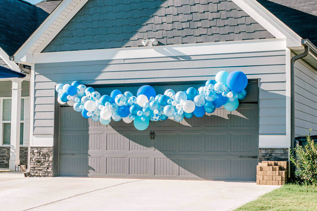 DIY Balloon Garland Tutorial / A Hosting Home Blog